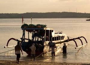 Unloading At Toyapakeh Nusa Penida W